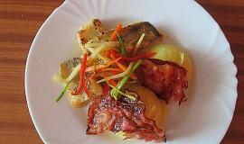 Filet z candáta se zeleninovým julienne a šťouchanými brambory