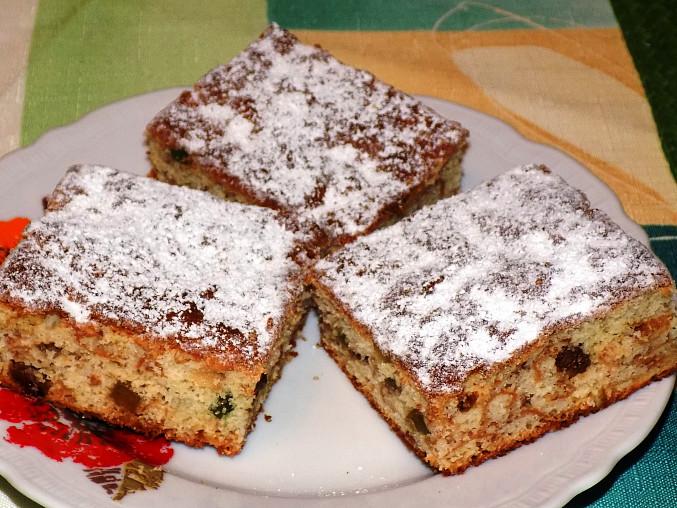 Jablkový koláč s ořechy a kandovaným ovocem