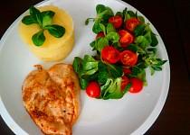 Kuřecí steak  a salát s polničkem