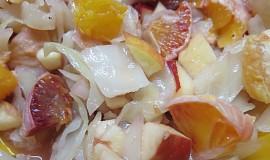 Pikantní zelný salát s ovocem