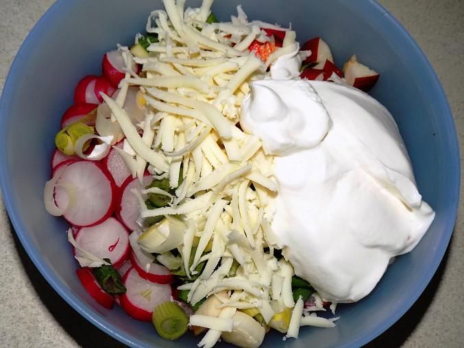 Ředkvičkový salát se sýrem II