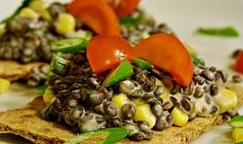 Salát z černé čočky s kukuřicí a Lučinou