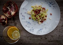 Salát z růžičkové kapusty, parmezánu a citrónu