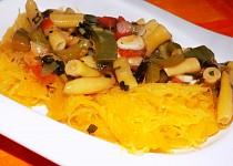 Špagetová dýně s fazolkovou omáčkou