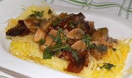 Špagetová dýně se žampiónovou omáčkou