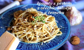 Špagety s pestem z ořechů, šalvěje a česneku