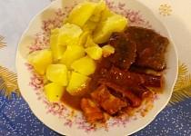 Zapečené hovězí maso s párkem, anglickou a kečupem