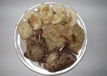 Kachna s křenovo - jablečným zelím