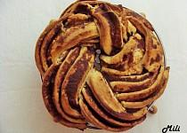 Kváskový estonský skořicový kringel