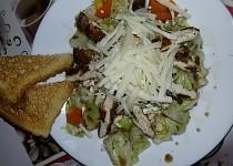 Zeleninový salát s kuřecim grilovaným  masem