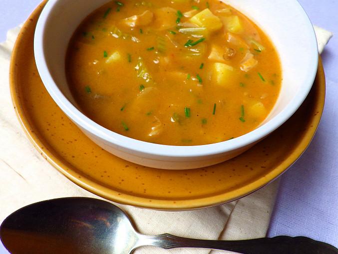 Pikantní polévka s řapíkatým celerem