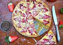 Křehký špaldový koláč s jahodami