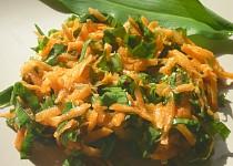 Mrkvový salát s medvědím česnekem