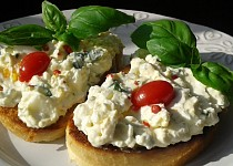 Bazalková pomazánka s Cottage sýrem