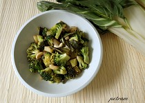 Brokolicovo-mangoldová směs tak trochu po čínsku