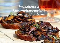 Bruschetta s karamelizovanými balsamico houbami