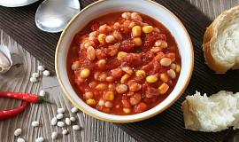 Fazole v kořeněné rajčatové omáččce