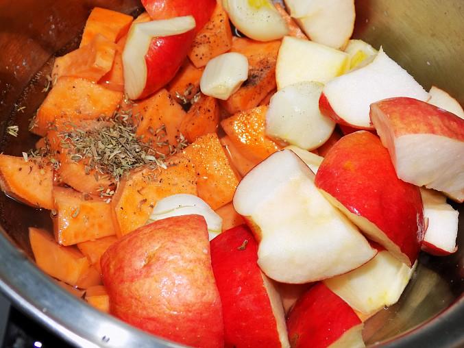 Kachní stehýnka s batátovo - jablkovou kaší