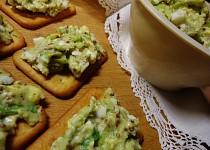 Pomazánka s avokádem, vejcem a hořčicí