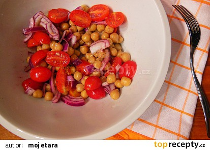 Cizrnový salát s rajčaty