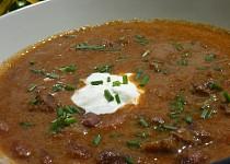 Guláš z hovězího masa a fazolí
