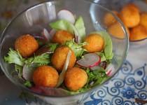 Jarní salát se sýrovými kroketkami