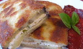 Obalovaný lilek plněný sýrovou směsí