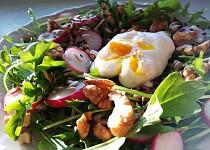 Rukolový salát se ztraceným vejcem