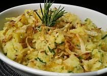 Šťouchané brambory s cibulkou a křupavým celerem