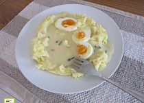 Hořčicová omáčka s vejci a  bramborovou kaší