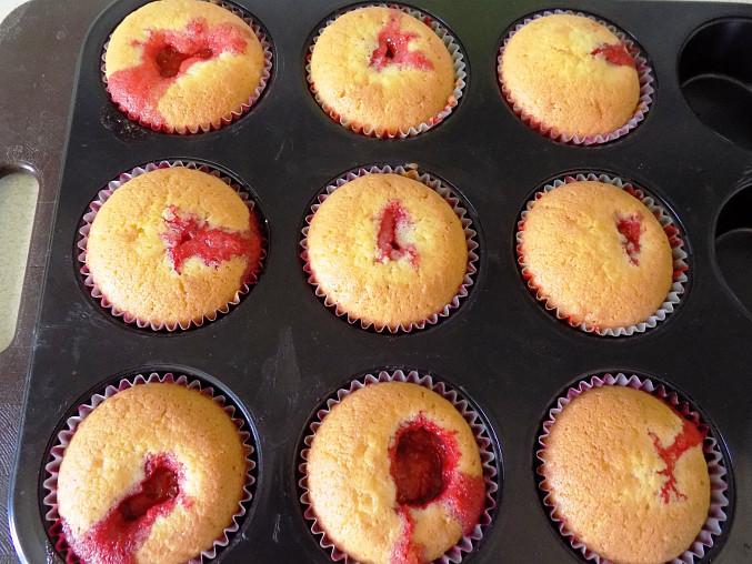 Jahodové muffiny nebo koláčky