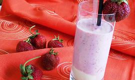 Jahodovo – zmrzlinový koktejl