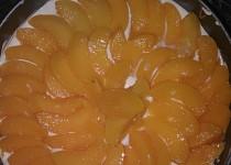 Broskovomeruňkový dort