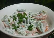 Fazolkový salát s mrkví a česnekem