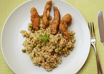 Hráškové rizoto s kuřecími hranolky