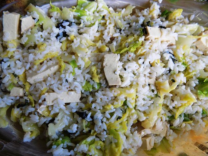 Kapusta zapečená s rýží a tofu s vejci