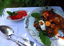 Kuře na oreganu se smetanovou pohankou s baby špenátem a liškami