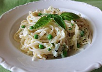 Smetanové špagety s hráškem