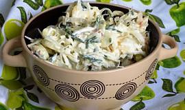 Pórkový salát s jablkem a sýrem