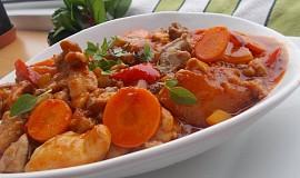 Kuřecí sladkokyselá čínská omáčka s mrkví a ananasem
