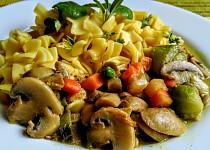 Těstoviny s houbovo-zeleninovým sosem