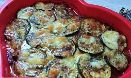 Grilovaná cuketa zapečená s rajčaty a mozzarellou