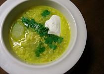Polévka z tykve s kurkumou