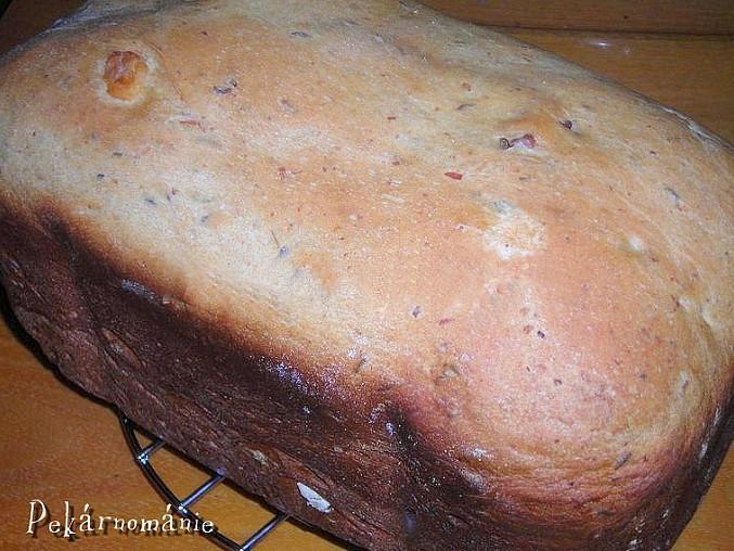 Škvarkový chleba z pekárny