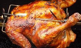 Grilované kuře plněné chlebovo-sýrovou nádivkou