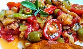 Lilková salsa s rajčaty a koriandrem