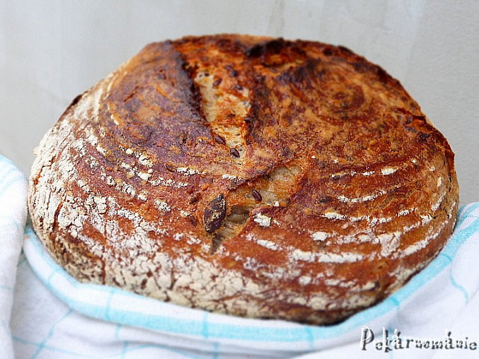 Pšeničný kváskový chleba se semínkovou záparou