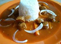 Sojový guláš s rýží