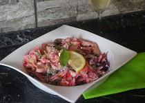 Těstovinový salát na růžovo