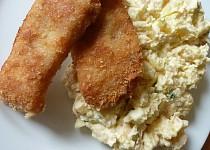 Smažený kapr s  bramborovým salátem